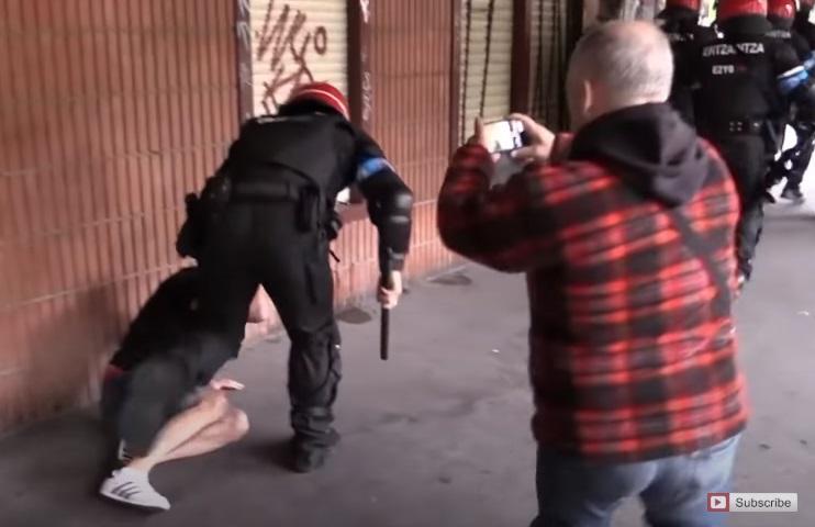 מהומות קשות בעיר ספרדית, בין ימין לשמאל, ובאמצע המשטרה האלימה. ולאלה היתה פעם חוצפה לדבר עלינו. צפו: