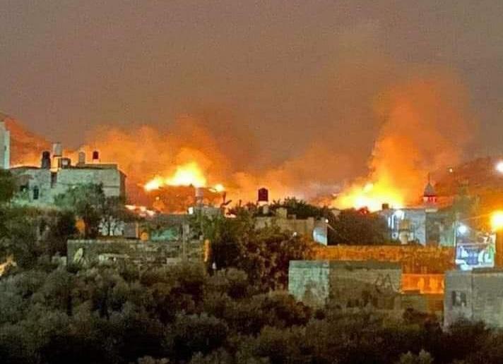 ליד בסיס הרוסים: מתקפת ענק המיוחסת לישראל, עשרות טילים. צפו: